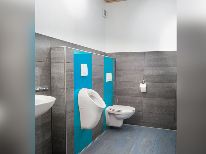 Bad Pisuar Urinal lackierte Rückwand Sprizschutz